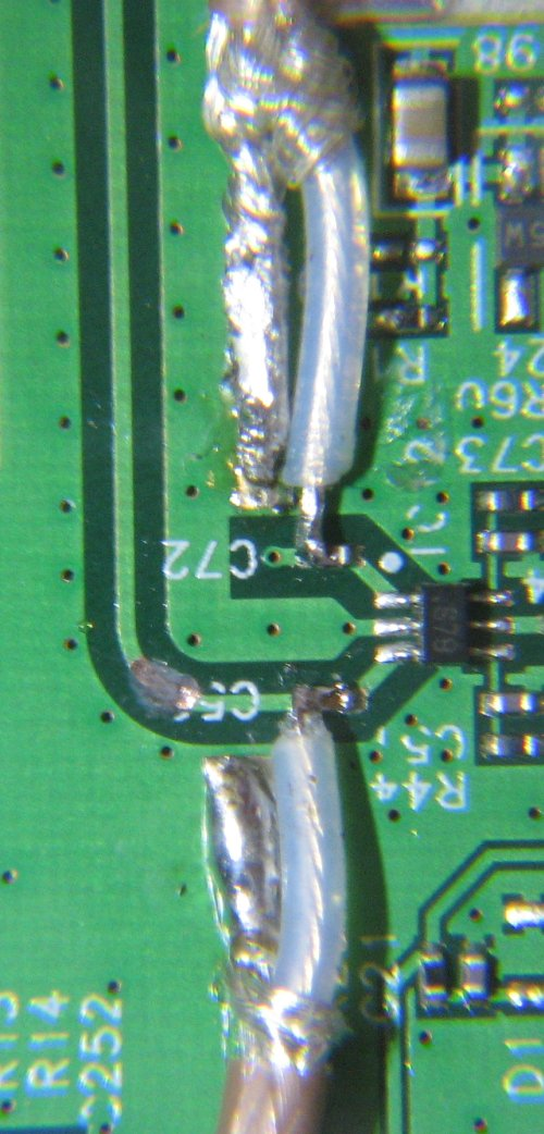 Image:WHR-HP-G54 antenna mod, method 2, photo3, cut trace to second antenna.JPG