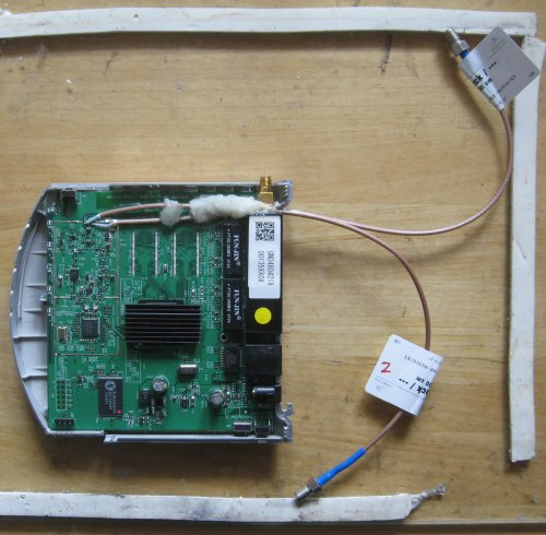 Image:WHR-HP-G54 antenna mod, method 2, photo5a, finished.JPG