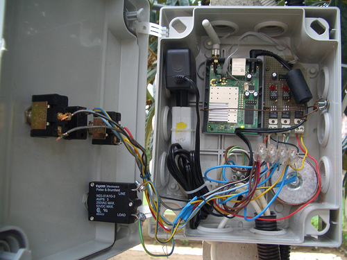 image:LaFonera_Hardware_Controlling_AC-Loads_-_09_ready_build_inside.jpg